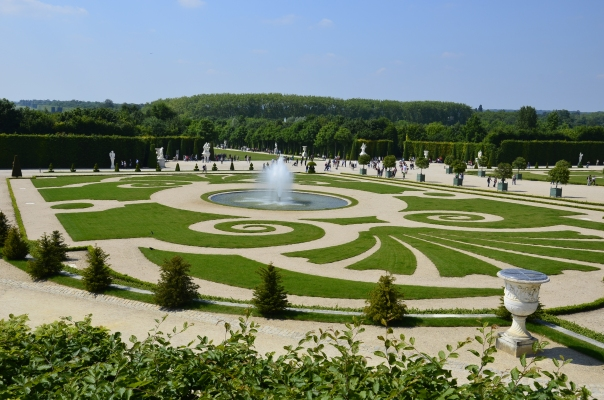 One of the small beautiful design aesthetic of large maze.
